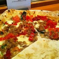 Foto diambil di Tutta Bella Neapolitan Pizzeria oleh Lynn R. pada 2/20/2012