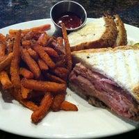 Foto scattata a Beacon Grille da hooeyspewer .. il 4/25/2012