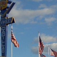 Foto tirada no(a) Bill DeLuca's Woodworth Chevrolet por Allan K. em 11/4/2011