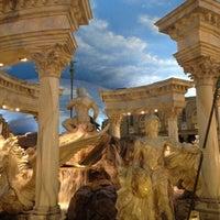 5/29/2012 tarihinde Rajat N.ziyaretçi tarafından Festival Fountain - The Forum Shops at Caesars Palace'de çekilen fotoğraf