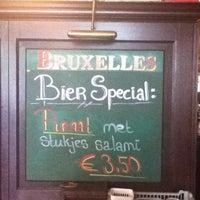 Foto diambil di Café Bruxelles oleh Diew pada 6/17/2011