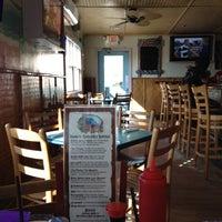 6/2/2012 tarihinde Tina D.ziyaretçi tarafından Mama Kwan's Tiki Bar & Grill'de çekilen fotoğraf