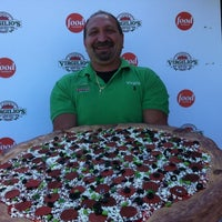 Foto tomada en Virgilio's Pizzeria & Wine Bar por Virgilio U. el 7/15/2011