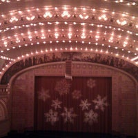 Foto diambil di Auditorium Theatre oleh Paul M. pada 12/18/2011