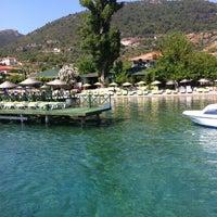 รูปภาพถ่ายที่ Mavi Deniz โดย Deniz Z. เมื่อ 6/22/2012