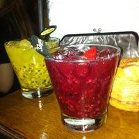 3/23/2012 tarihinde Rodrigo M.ziyaretçi tarafından Veloso Bar'de çekilen fotoğraf