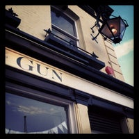 Foto tirada no(a) The Gun por Faith D. em 5/12/2012