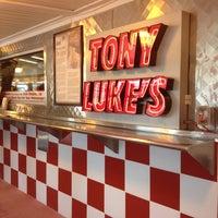 Foto scattata a Tony Luke's da Melinda H. il 6/9/2012