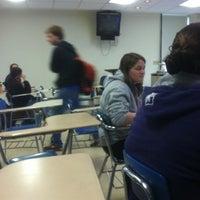 4/12/2012 tarihinde Zachary H.ziyaretçi tarafından Hyland Hall (University of Scranton)'de çekilen fotoğraf