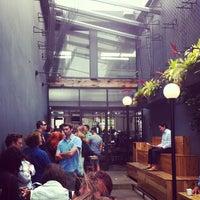 รูปภาพถ่ายที่ Intelligentsia Coffee & Tea โดย Eric I. เมื่อ 7/14/2012
