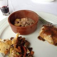 Снимок сделан в Matbah Restaurant пользователем chaltham a. 3/28/2012