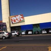 Foto tirada no(a) Supermercado Tome Leve por P C. em 8/9/2012