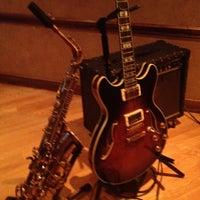 Photo prise au M Lounge par Shawn M. le3/13/2012
