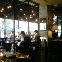 8/24/2012 tarihinde Nami C.ziyaretçi tarafından Almond'de çekilen fotoğraf