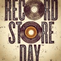 รูปภาพถ่ายที่ Burger Records โดย Andrew K. เมื่อ 4/19/2014