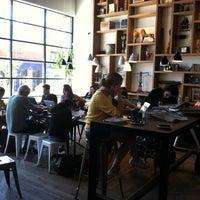 Foto scattata a Toby's Estate Coffee da Philip F. il 9/7/2013