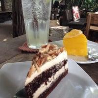 Foto diambil di Bankampu Tropical Café oleh Nancy C. pada 8/11/2013