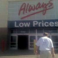 รูปภาพถ่ายที่ Walmart Supercenter โดย Linda C. เมื่อ 9/28/2012