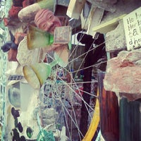 Foto tirada no(a) Philadelphia's Magic Gardens por Laura K. em 9/14/2012