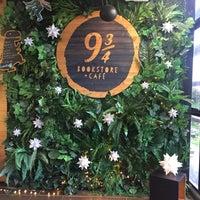 Foto tomada en Librería 9 3/4 Bookstore + Café por Laura M. el 11/10/2018