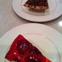 Foto scattata a The Flame Restaurant da Lauren H. il 1/26/2013