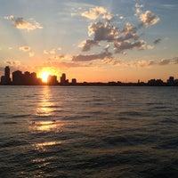 รูปภาพถ่ายที่ Hudson River Park โดย Wesley C. เมื่อ 5/16/2013