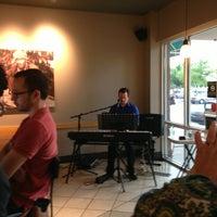 รูปภาพถ่ายที่ Starbucks โดย Wes W. เมื่อ 6/29/2013