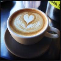 รูปภาพถ่ายที่ Linea Caffe โดย Andy S. เมื่อ 9/22/2013