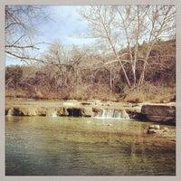 Foto tirada no(a) Bull Creek Greenbelt por Frank M. em 1/20/2013