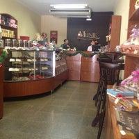 Das Foto wurde bei Munik Chocolates von Carlos N. am 11/7/2012 aufgenommen