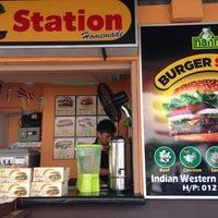 Das Foto wurde bei Burger Station von Oh A. am 9/13/2015 aufgenommen