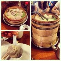 Снимок сделан в Joe's Shanghai 鹿嗚春 пользователем Jordan B. 7/4/2013