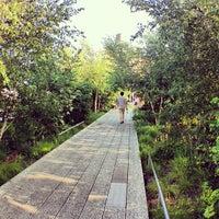 Das Foto wurde bei High Line von Jordan B. am 7/6/2013 aufgenommen
