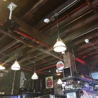 Foto diambil di Inwood Bar and Grill oleh RC pada 9/30/2018
