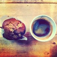 3/14/2013 tarihinde Kevin G.ziyaretçi tarafından Fahrenheit Coffee'de çekilen fotoğraf