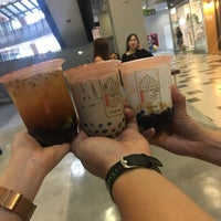 Foto scattata a Brown Café da aim ◡̈ il 11/9/2018