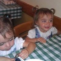 10/5/2012 tarihinde Sofia S.ziyaretçi tarafından Astro's Pizza and Felice's Ristorante'de çekilen fotoğraf