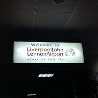 Foto tirada no(a) Liverpool John Lennon Airport (LPL) por Khalidah N. em 9/22/2012