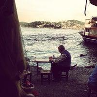 Das Foto wurde bei Taka Balık Ekmek von Seckin C. am 5/16/2013 aufgenommen