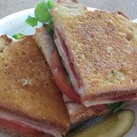 Foto scattata a Simply Soup Salad  & Sandwiches da simply s. il 11/28/2014