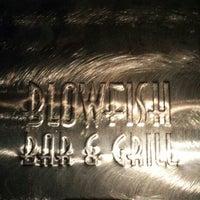 Foto tirada no(a) Blowfish Bar & Grill por Francis N. em 8/26/2013