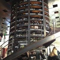 9/23/2012 tarihinde Ryan B.ziyaretçi tarafından Purple Café & Wine Bar'de çekilen fotoğraf