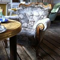 Снимок сделан в Wohnzimmer пользователем Belle P. 10/26/2012