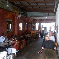 Foto scattata a Surfers Cafe da Byren I. il 12/2/2012
