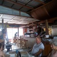 Foto scattata a Surfers Cafe da Byren I. il 12/9/2012