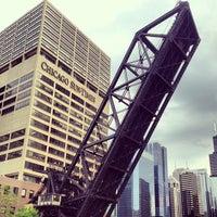 Foto tomada en Chicago Architecture Foundation River Cruise por Jess el 6/10/2013