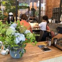 รูปภาพถ่ายที่ Allpress Espresso Tokyo Roastery & Cafe โดย Kanayo K. เมื่อ 5/20/2018