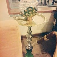Das Foto wurde bei Chiffre Nargile Cafe von Pelin Kübra S. am 11/28/2014 aufgenommen