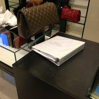 Foto tirada no(a) CHANEL Boutique por Lera K. em 1/27/2013