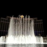 Foto scattata a Fountains of Bellagio da Wong C. il 1/12/2013